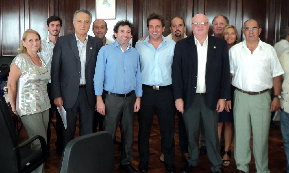 La foto después de la firma del acuerdo en la secretaría de Comercio.