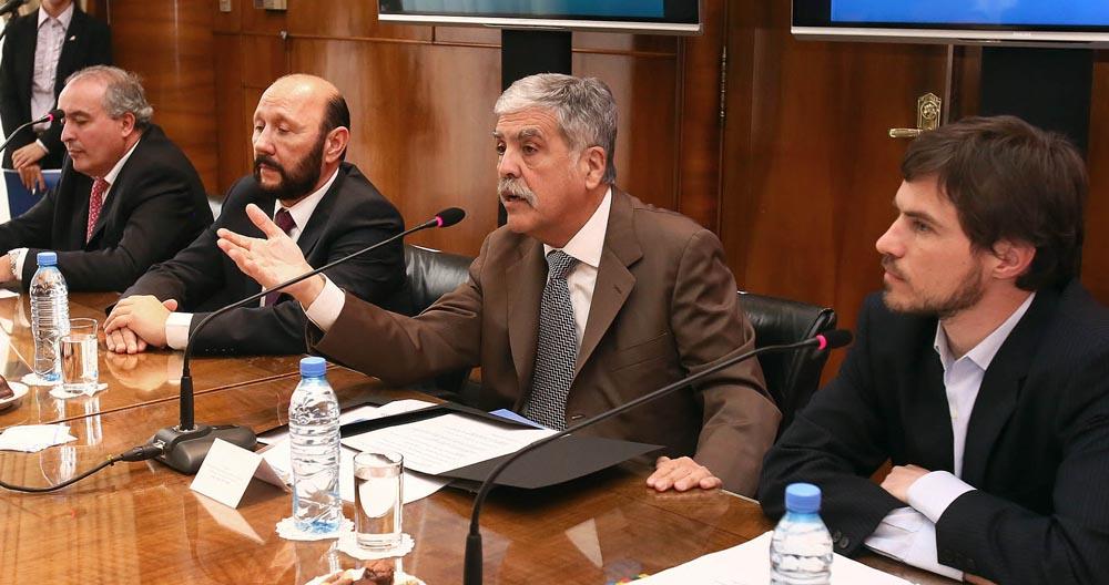 El secretario de  Comercio, Augusto Costa, el gobernador de Formosa, Gildo Insfrán, y el ministro  de Planificación, Julio de Vido.