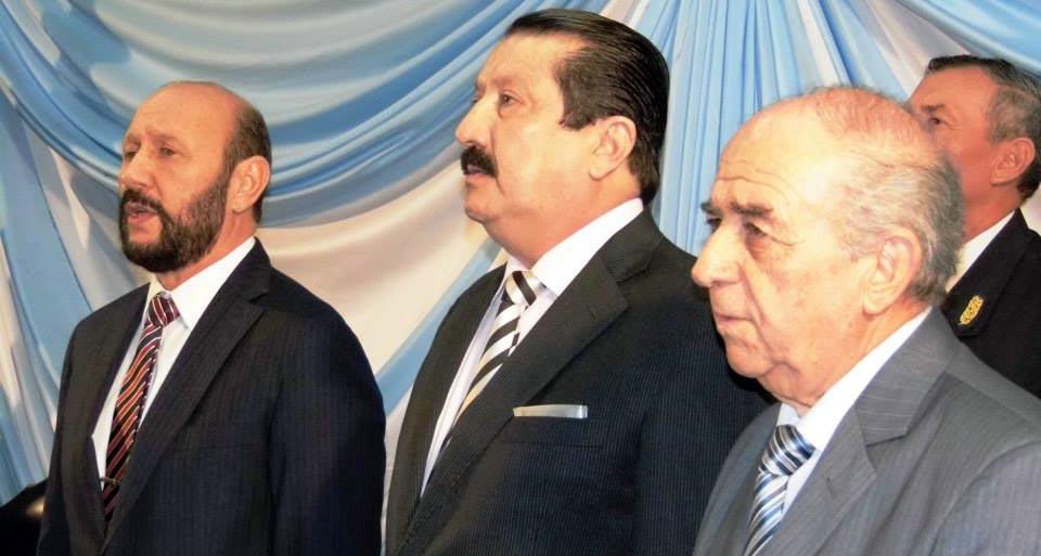 El gobernador junto autoridades legislativas. (Foto: La Ruta Producciones)