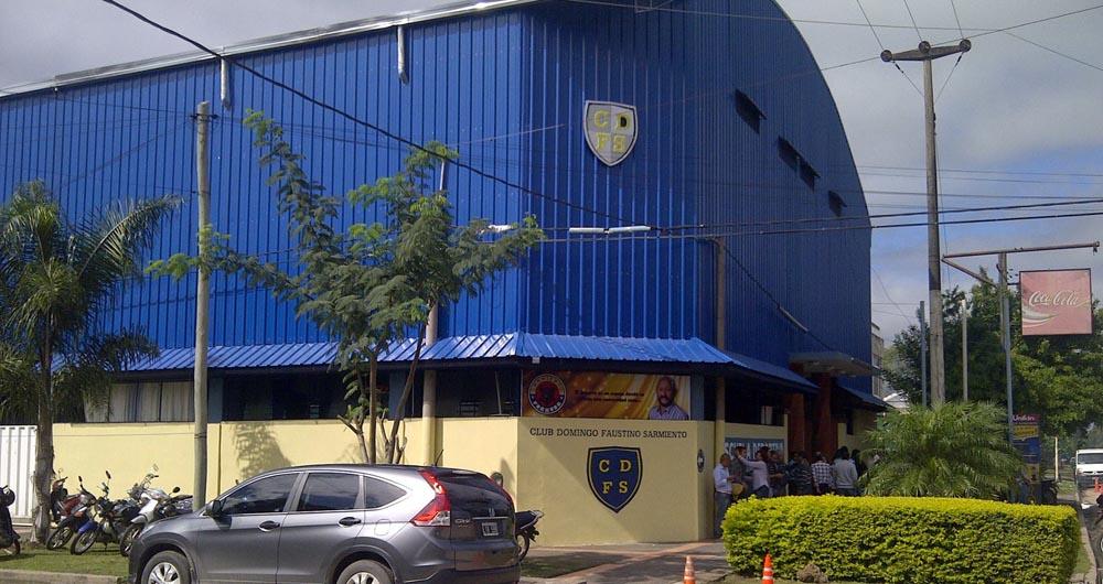 El imponente Club Sarmiento.
