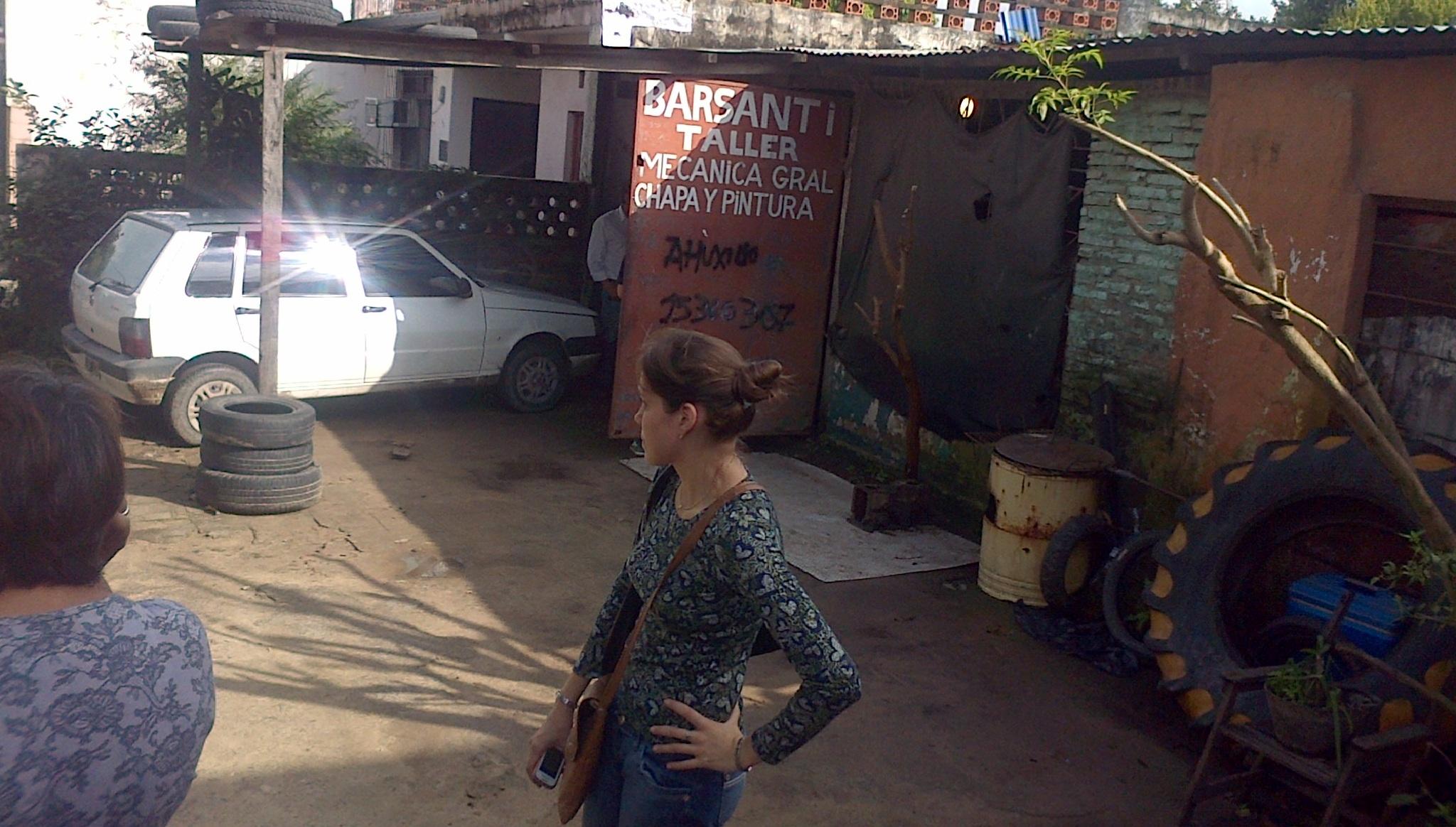 Frente del taller de Monchito en la avenida Napoleón Uriburu.
