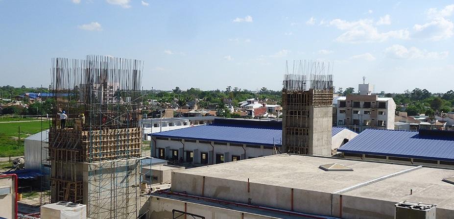 Vista de las avanzadas obras del hospital en construcción.