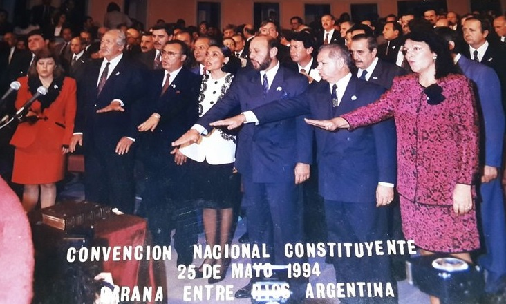 Mayo de 1994. La fórmula Insfrán-Bogado encabezaba la campaña Convencionales nacionales. Foto: jura de los formoseños en Paraná.