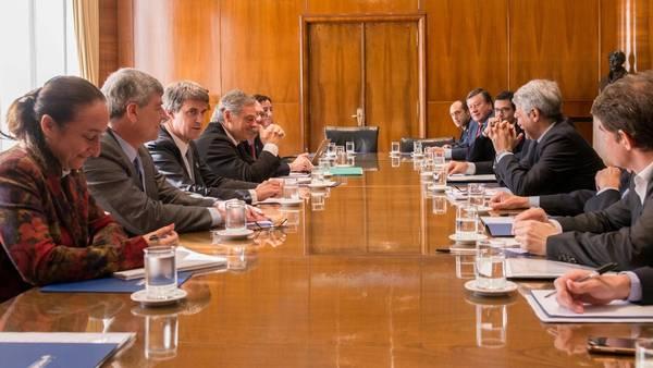 """FORMOSEÑOS. Ricardo Buryaile y """"Pilo"""" Cáceres en la misma reunión, en lados diferentes de la mesa."""