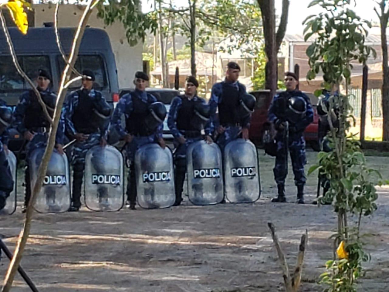 Policías Concejo Pirané 1